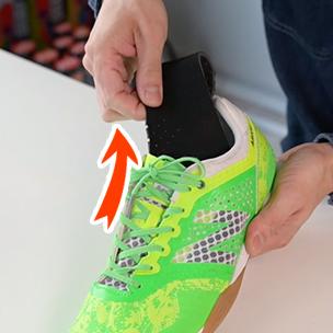 インソールを差し替えたい靴のインソールを抜きます。